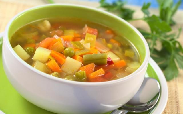 Диета при тромбофлебите, должна включать большое количество злаковых в рационе, почти все виды сухофруктов, клетчатку и много свежих овощей и фруктов