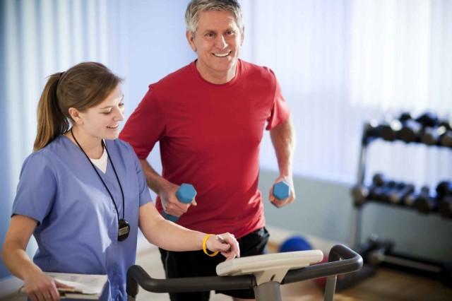 Все физические упражнения при аритмии сердца не должны вызывать одышку или чувство дискомфорта