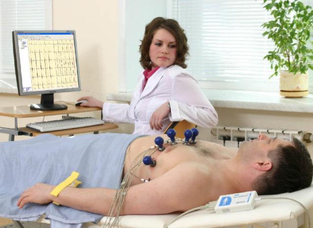 Инфаркт миокарда – это омертвление (некроз) части сердечной мышцы, возникающее в результате нарушения кровообращения, что приводит к недостаточному питанию сердечной мышцы кислородом