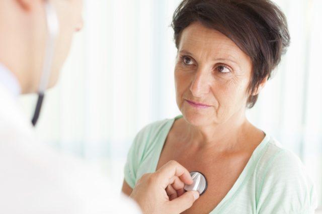 При вегето-сосудистой дистонии назначается консультация у врача эндокринолога и терапевта, делается электрокардиограмма, компьютерная томография, доплерография