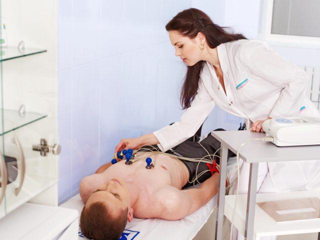 Основным методом диагностики является электрокардиограмма
