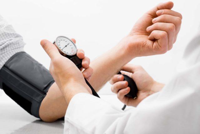Сердечно-сосудистые заболевания в большинстве случаев не противопоказаны, за исключением состояния декомпенсации сердечно-сосудистой деятельности