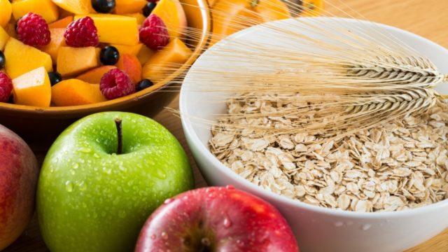 Флебологи или диетологи разрабатывают график и рацион питания для больных