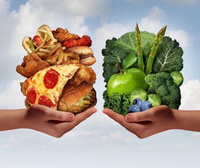 Высокое содержание клетчатки в сырых овощах и фруктах способствует укреплению и повышению эластичности стенок сосудов