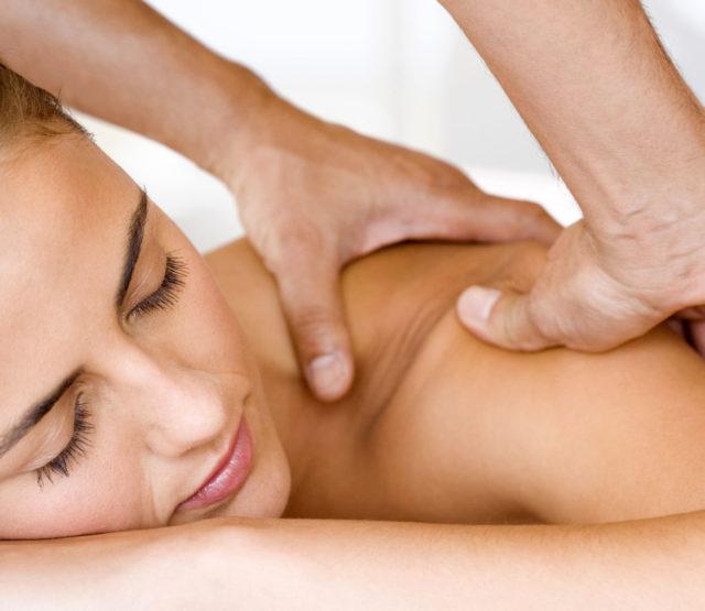 Данный вид немедикаментозного лечения является очень эффективным, так как снимает напряжение и боль в мышцах, укрепляет и улучшает кровообращение