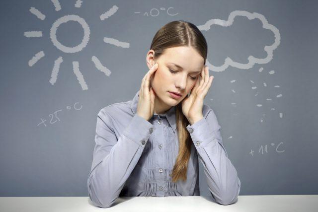 Симптоматика усиливается и накапливается, метеозависимость постепенно становится причиной развития реальных болезней, например, мигрени