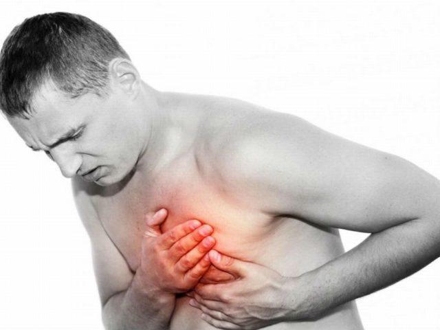 Боль в боку появляется раньше озноба или лихорадки (по сравнению с пневмонией), а кровохарканье – сразу после проявления боли
