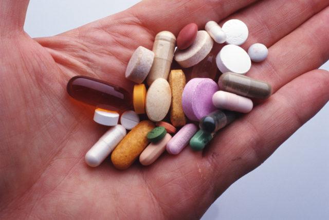 При заболеваниях 2-ой и 3-ей степени применяют медикаментозную терапию