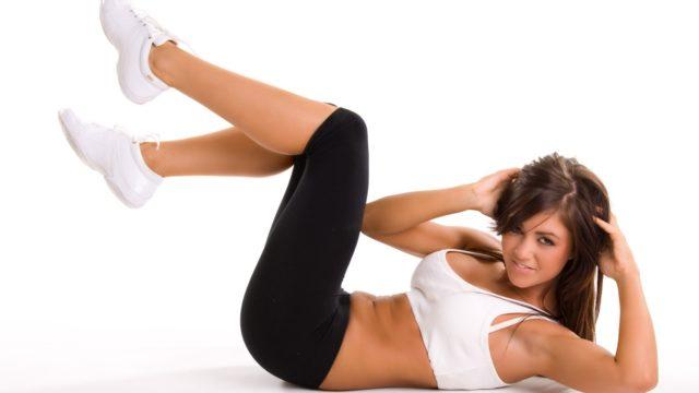 Выполнять гимнастику при аритмии сердца можно только после совета с лечащим врачом, она предусматривает упражнения с увеличенной физической нагрузкой