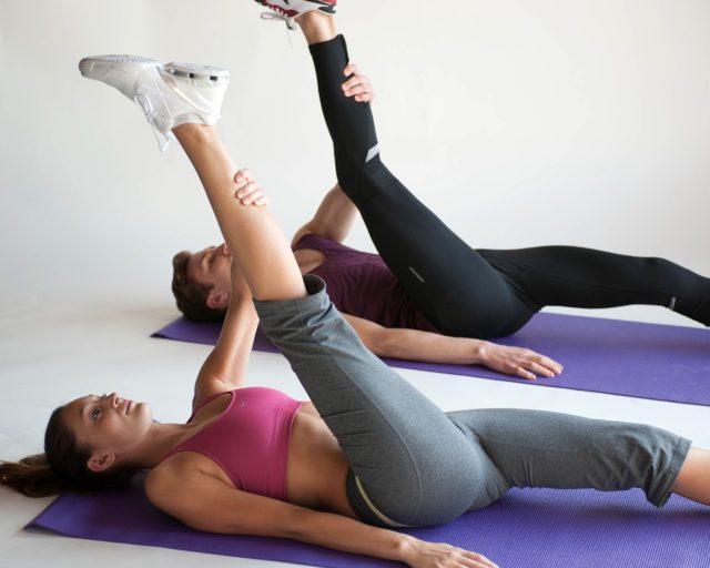 В качестве лечебно-профилактических мероприятий при варикозе просто необходимо регулярно выполнять физические упражнения