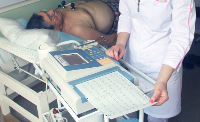 Периоды синусового ритма ночью сложно выявить, поэтому для диагностики пациент помещается в стационар