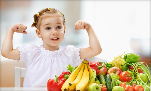Прием большого количества пищи за один раз провоцирует нагрузку на сердце, перед самым сном есть нельзя