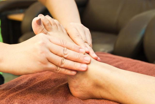 Тайский массаж не имеет сильного воздействия на мышцы тела и считается разрешимым для всех видов варикоза