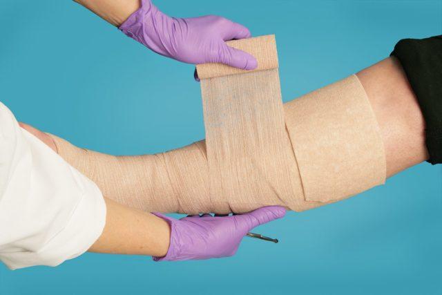 Эти приспособления широко используются, как перевязочный материал в случаях возникновения ожоговых ран, царапин, микротравм, язвенных образований