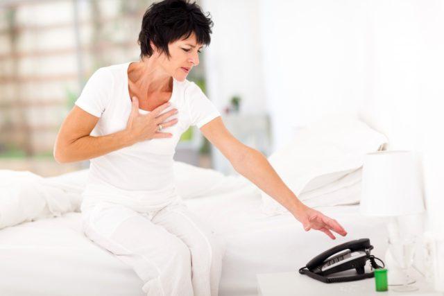 Приступ может возникнуть в покое, без видимых причин, боль продолжается от 15 минут до нескольких часов