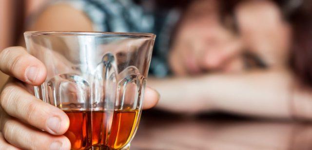 Особенно отчетливо выявляется провоцирующая роль алкоголя в генезе инфаркта миокарда у лиц молодого возраста
