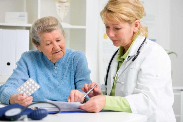 С осторожностью применяют у пожилых пациентов