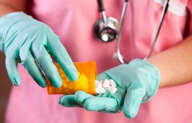 Пациентам назначаются прием медикаментов