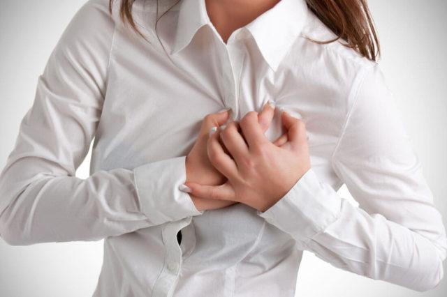 Чаще всего больные чувствуют толчки в грудной клетке, вызванные сокращением желудочков