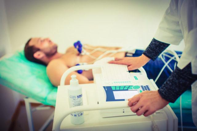 В качестве дополнительных методов обследования всем пациентам с мерцательной аритмией необходимо выполнить УЗИ сердца