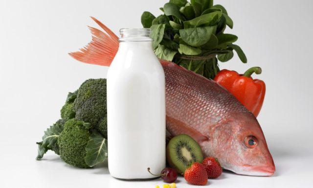 Для снижения уровня холестерина в крови рекомендуется исключить жирные белковые продукты из рациона