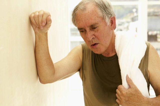 Если диагностика болезни не была произведена в молодом возрасте, то, скорее всего, протекала она без проявления симптомов, поэтому больной и не обращался к врачу