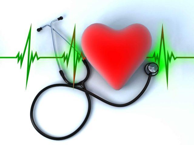 Быстрое или медленное сердцебиение, а также колебание ритма говорит о наличии аритмии