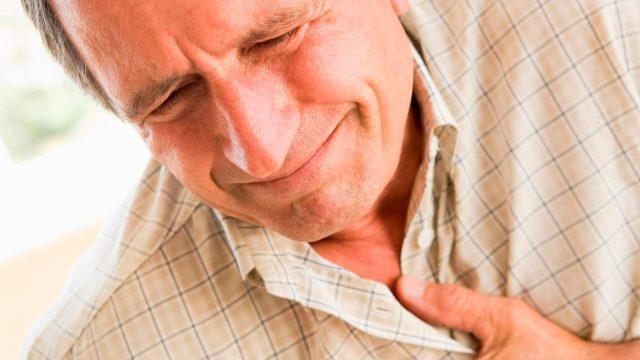 По статистике, мужчины сострадают инфарктом примерно в 4 раза чаще, чем женщины