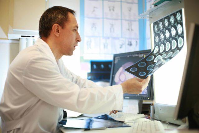 При передней ишемической нейропатии зрительного нерва патологические изменения обусловлены острым расстройством кровообращения в интрабульбарном отделе