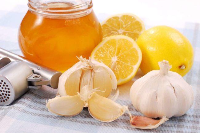 Необходимо ежедневное потребление ягод или сока калины, клюквы, брусники и рябины