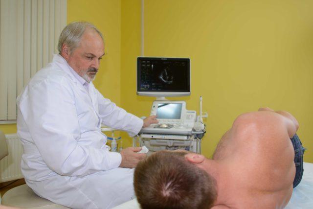 Для уточнения диагноза сразу же выполняется ЭКГ