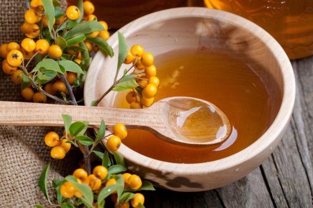 Используя травы и ягоды для настоек и отваров, можно вылечить стенокардию навсегда
