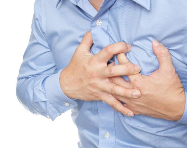 У некоторых людей приступ стенокардии происходит в конкретной обстановке, наблюдаются симптомы, аналогичные тем, что возникают при физической и эмоциональной нагрузке