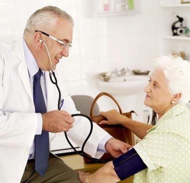 Полностью излечить стенокардию не удастся, но при своевременном обращении к врачу-кардиологу и соблюдении всех рекомендаций приступы можно контролировать
