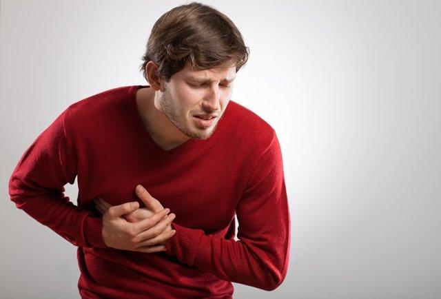 Нередко приступ стенокардии проявляется неприятными ощущениями в эпигастральной области